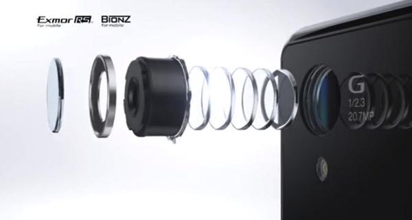 """「xperia Z1f SO-02F」は""""Gレンズ""""を搭載した約2,070万画素のカメラを搭載"""